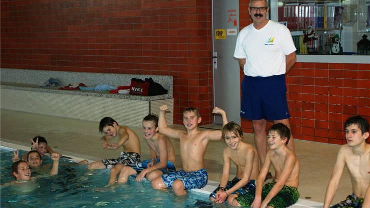Betriebsleiter Paul Gürtler freut sich, dass wochentags jeden Vormittag das obligatorische Schulschwimmen im Hallenbad abläuft.ach