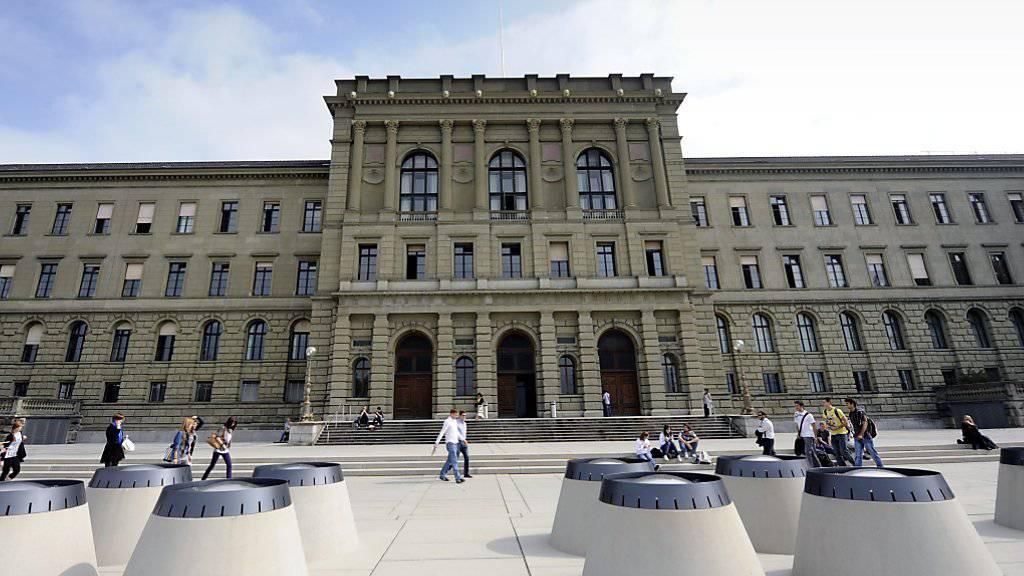 """Die ETH Zürich hält sich auch dieses Jahr stabil auf dem 19. Platz im """"Shanghai-Ranking"""". (Archivbild)"""