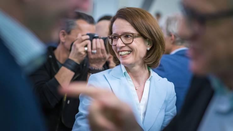 Susanne Vincenz-Stauffacher gewährt Mann und Tochter Bundeshauszutritt.