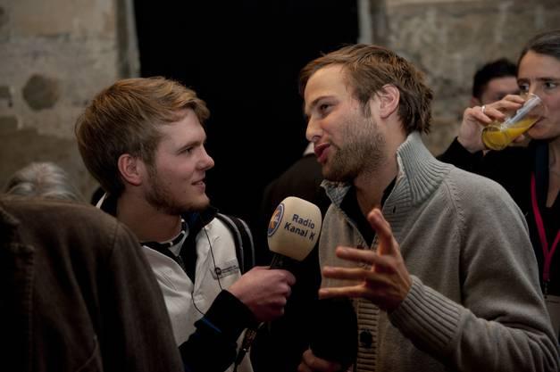 Nils Allthaus gibt dem Radiosender Kanal K ein Interview