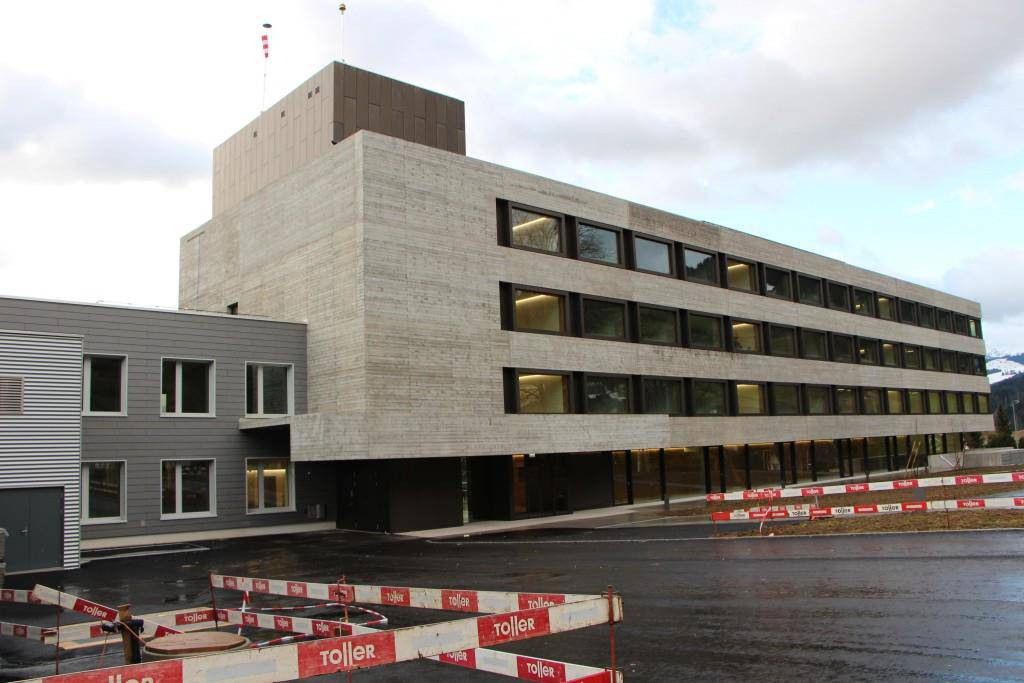 So sieht der Neubau von aussen aus. (© FM1Today/Lara Abderhalden)