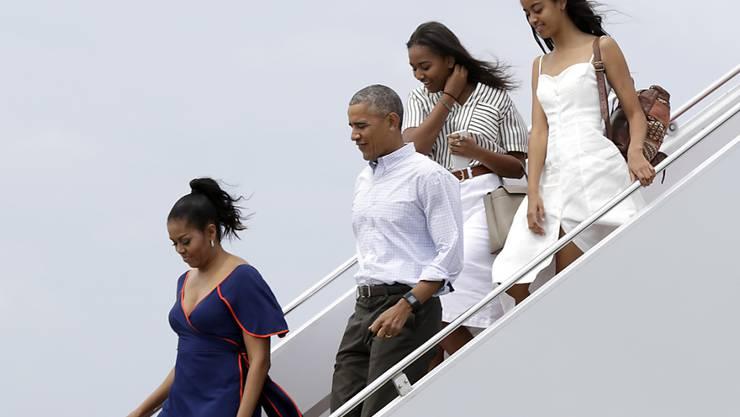 Machen Sommerferien in Südfrankreich: Ex-US-Präsident Barack Obama mit seiner Frau Michelle sowie den Töchtern Malia und Sasha. (Archivbild)