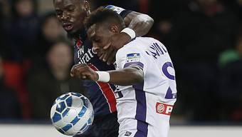 Erhielt von David Luiz, einem anderen PSG-Spieler, Lob: der Schweizer Internationale François Moubandje (rechts)
