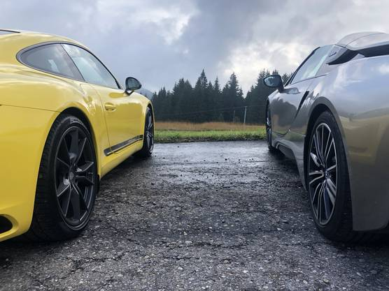 Porsche 911 Carrera T  & BMW i8 Roadster