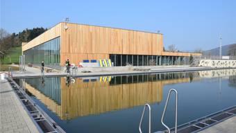 Im Rothrister Freibad sowie im neuen Hallenbad laufen die Vorbereitungen für die Eröffnung auf Hochtouren.