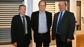 Georg Berger referierte, Werner Held stellte das Unternehmen vor und Gemeindepräsident Peter Hodel hatte eingeladen (v.l.). Bruno Kissling