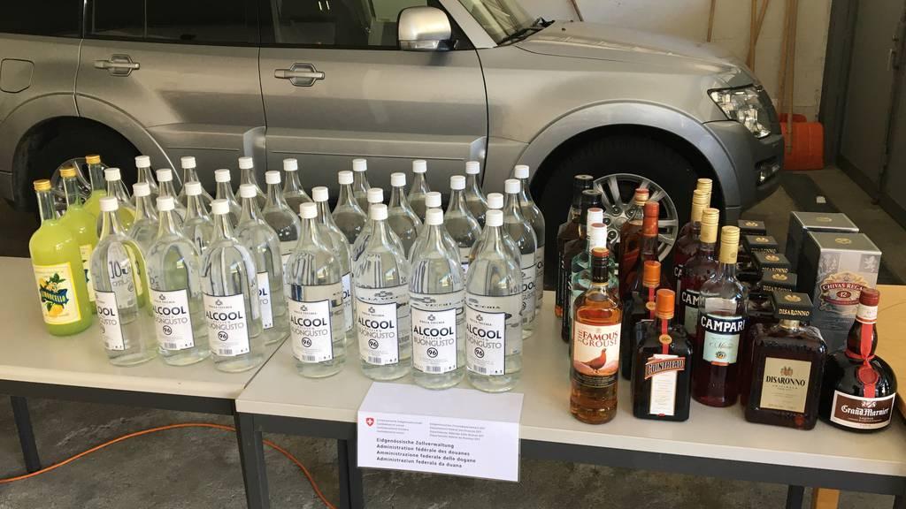 Zöllner entdecken mit Alkohol gefülltes Wohnmobil