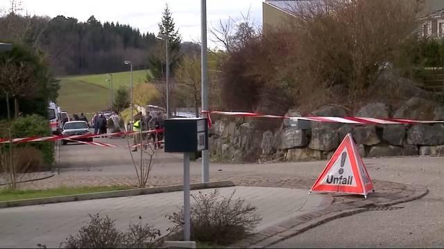 Tötungsdelikt Martin Wagner - der Tag der Tat. Die Polizei vor Ort in Rünenberg.