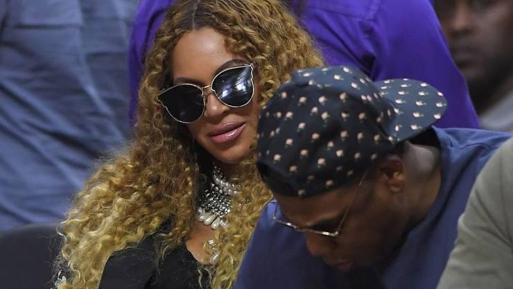 Beyoncé (links), hier zusammen mit Jay Z, ist in einem Twitterspiel noch näher zu ihre Fans gerückt. (Archiv)