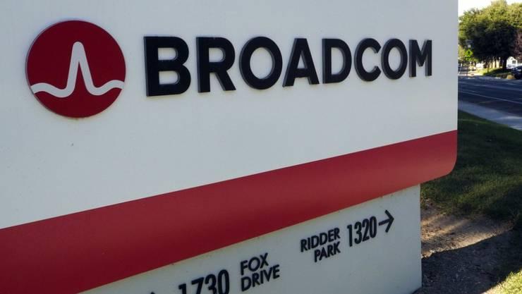 Nach der Blockade durch US-Präsident Donald Trump: Der Chipkonzern Broadcom bläst seinen milliardenschweren Übernahmeangriff auf den Rivalen Qualcomm ab.