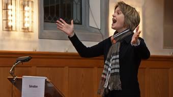 Chorleiterin Rita Sidler dirigiert mit Leidenschaft.