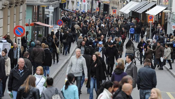 Ein Gedränge in der Freien Strasse: Sonntagsverkauf im Oktober 2010.