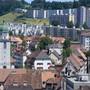 Die Stadtfinanzen von La Chaux-de-Fonds sind seit Jahren nicht im Lot. Für 2020 präsentiert die Regierung abermals ein tiefrotes Budget. (Archivbild)