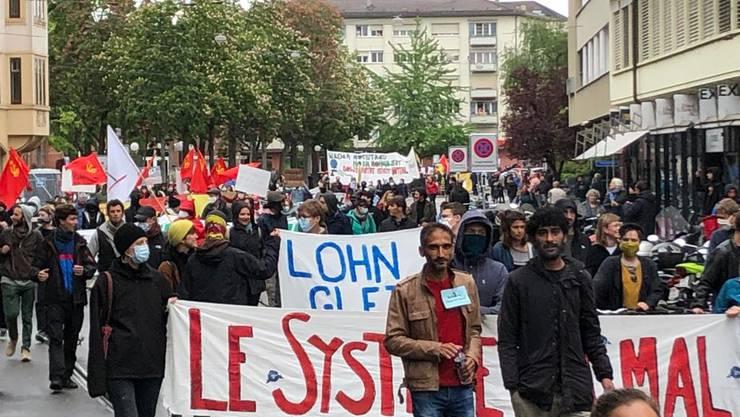Aufnahme der unbewilligten Demo: Nach einer ersten Schätzung nahmen rund 500, nach einer zweiten bis zu 1000 Personen nahmen daran teil.
