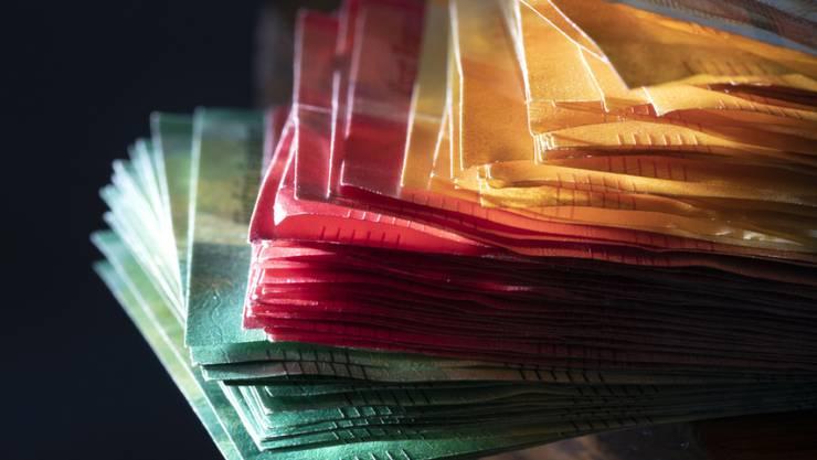 """Auf die """"Herstellung"""" der Banknoten hat die SNB ein Monopol. Bargeld stellt aber nur ein Zehntel des vorhandenen Geldes dar. Den grossen Rest gibt es nur als Buchgeld. Die Initianten verlangten vergeblich, dass nur noch die SNB Geld erschaffen darf - als Münzen, Noten oder elektronisches Buchgeld."""
