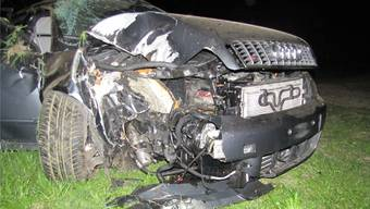 Der Audi erlitt Totalschaden, die vier Männer kamen mit leichten Verletzungen davon.
