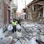 Das Dorf Vrisas auf der griechischen Insel Lesbos wurde vom Erdbeben am Montag stark in Mitleidenschaft gezogen. Eine Person starb, elf weitere wurden verletzt.