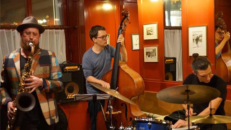 Ein Streben nach Dominanz eines Einzelnen ist beim Konzert des Simon Spiess Trios nicht zu vernehmen.