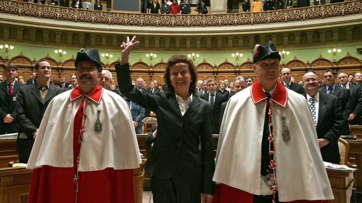 Eveline Widmer-Schlumpf wird einen Tag nach ihrer Wahl, am 13. Dezember 2007, als Bundesrätin vereidigt.