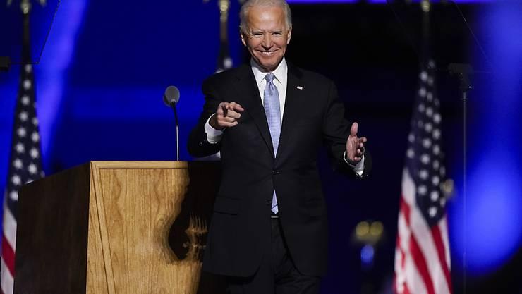 dpatopbilder - Joe Biden steht nach einer Ansprache in Wilmington auf der Bühne. Foto: Andrew Harnik/AP/dpa