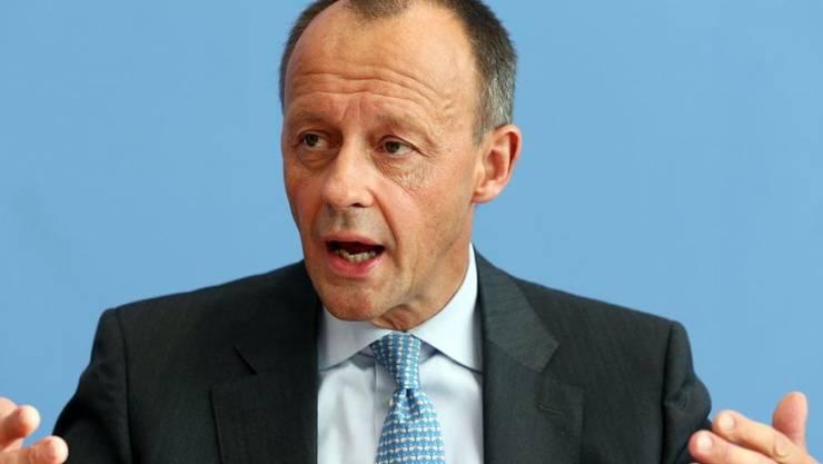Der ehemalige CDU/CSU-Fraktionschef Friedrich Merz will Kanzlerin Merkel an der Spitze der Partei beerben. (Archivbild)