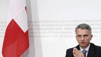 Aussenminister Didier Burkhalter stellt in Bern die aussenpolitische Strategie der Schweiz vor.