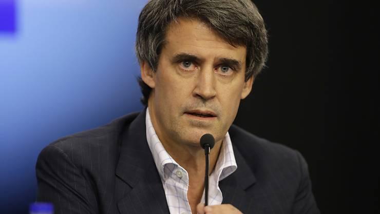 Argentiniens Finanzminister Alfonso Prat-Gay: Die Devisenkontrolle der Landeswährung Peso werden ab Donnerstag weitgehend aufgehoben. Der Peso wird sich dadurch voraussichtlich abwerten.