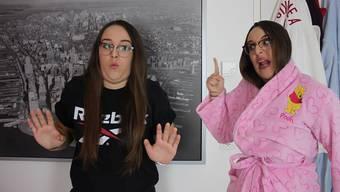 Schrill, streng und in Pink: Auf Social-Media-Kanälen erreicht Noelia mit ihren Video-Sketches über 74 000 Fans.