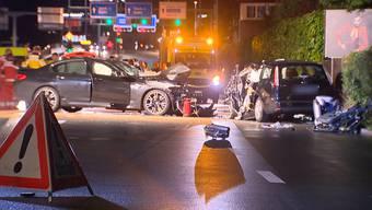 Der 20-jährige Fahrer war auf die Gegenfahrbahn geraten und dort mit dem anderen Auto zusammengestossen.