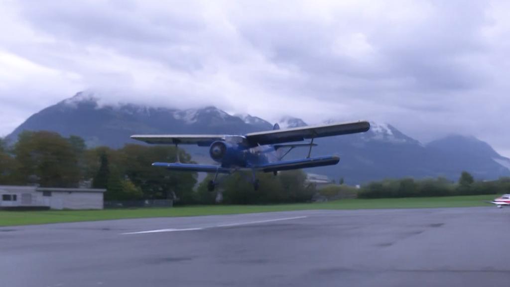 Hier landet die kleine grosse Antonow in Kägiswil