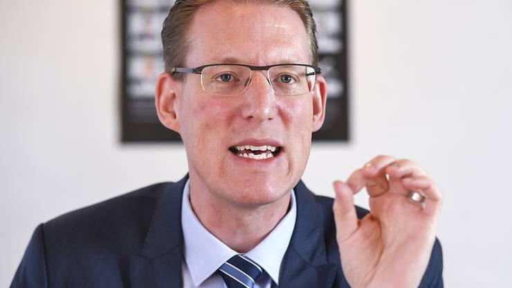 """""""Die Arbeitsmarktfähigkeit von Arbeitnehmenden in der Energiebranche darf nicht verloren gehen"""", sagte Adrian Wüthrich von Travail.Suisse am Montag in Bern. (Archivbild)"""