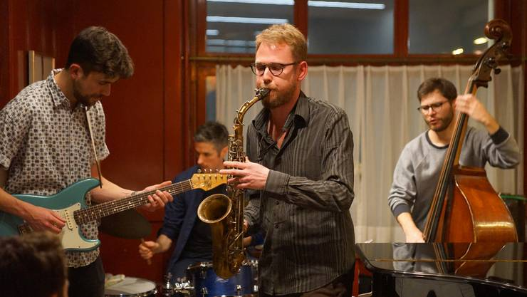 Das Ad-hoc-Quartett mit Daniel Affentranger am Altsax, Claude Stucki an der Gitarre, Jérémie Krüttli am Bass und Maxime Paratte am Schlagzeug beendete den Abend.