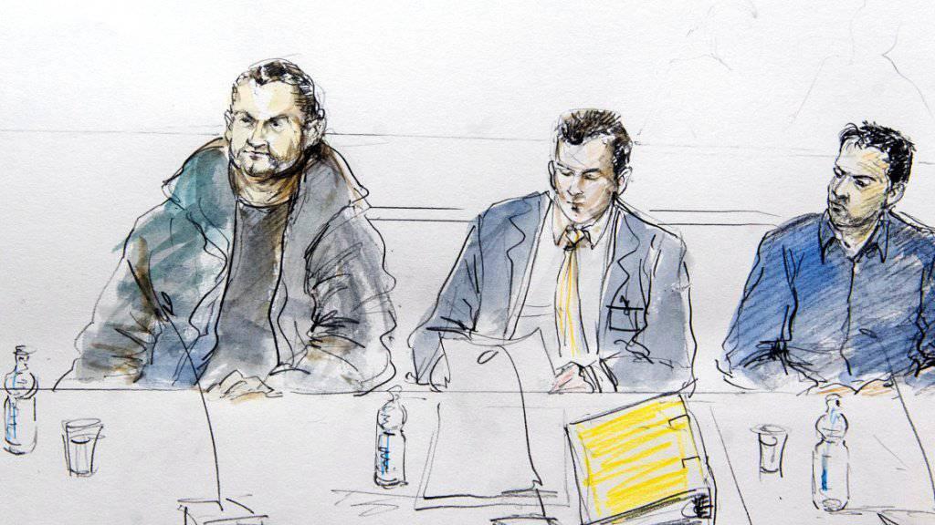 Prozess nach vier Tagen beendet: Zwei der vier angeklagten Iraker und ihr Verteidiger im Gerichtssaal.