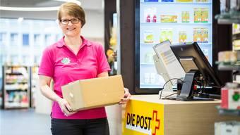 Apothekerin Marianne Rüegger in der neuen Postagentur. Chris Iseli