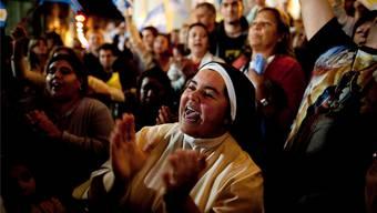 Stehende Ovationen für den ersten lateinamerikanischen Papst in einer Kirche von Buenos Aires. Ivan Fernandez/keystone