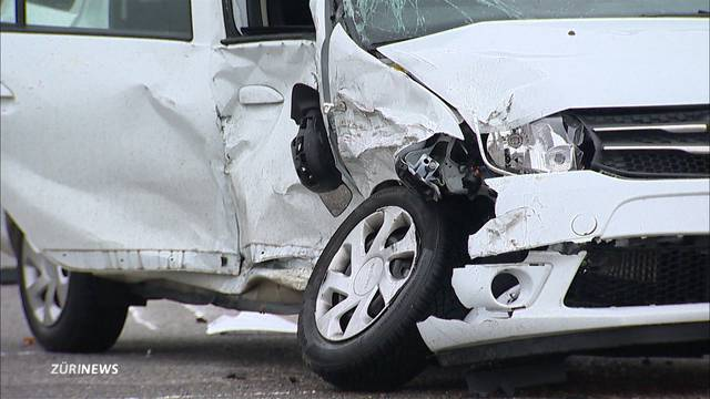 Zwei schwer verletzte Personen nach Unfall in Eglisau