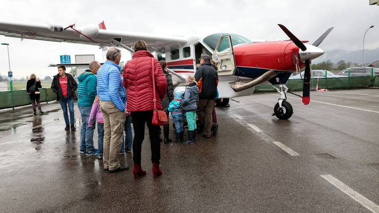 Die christlich humanitäre Fluggesellschaft MAF (Mission Aviation Fellowship) zeigt ihr neues Flugzeug, eine Cessna Caravan
