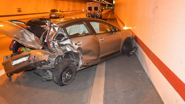 Das Auto musste mit Totalschaden abgeschleppt werden.