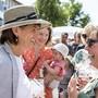 Bundespräsidentin Doris Leuthard hat den Bundesrat an seiner traditionellen Reise in ihren Heimatkanton Aargau geführt. Am Volksapéro in Lenzburg bereitete die Bevölkerung Leuthard und ihren Kollegen einen herzlichen Empfang.