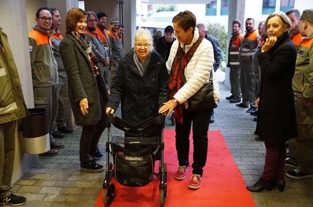 Beim Umzug im November wurde für die Milchgasse-Bewohner im Herosé ein roter Teppich ausgerollt.