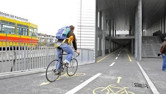 Die Strasseninitiative will mehr Platz und Sicherheit für Fussgänger und Velos sowie Priorität für den ÖV.