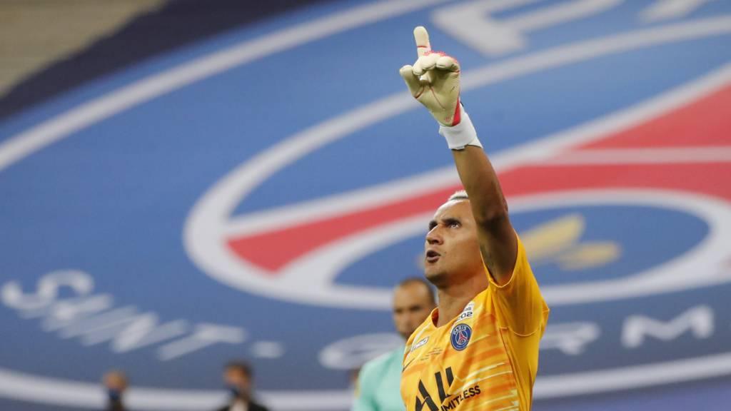 PSG-Goalie Keylor Navas hat soeben den entscheidenden Penalty gehalten