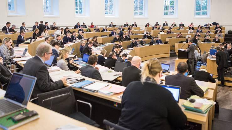 An zwei Tagen und über zwölf Stunden lang diskutierte der Grosse Rat das Kantonsbudget 2018 – im Bild  spricht Sander Mallien für die GLP, beobachtet aus der rechten Ratsecke.
