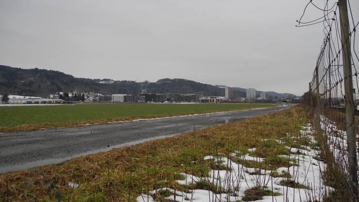 Auf Acker Wiese Feld Gebiet Standort Müsli ist das Depot für die Limmattalbahn geplant. Das Feld gehört zu Dietikon und grenzt an Spreitenbach. Bahndepot Tramdepot.