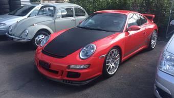 Beim entwendeten Auto handelt es sich um einen roten Porsche 911 GT.