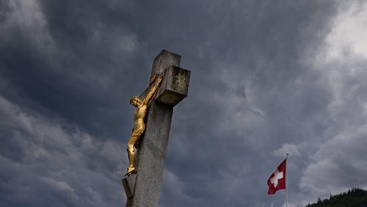 Gibt es in der Schweiz bald eine Hotline für Kirchen-Beschimpfer? (Symbolbild)