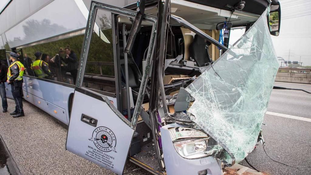 Tour-Bus von DJ Bobo verunfallt