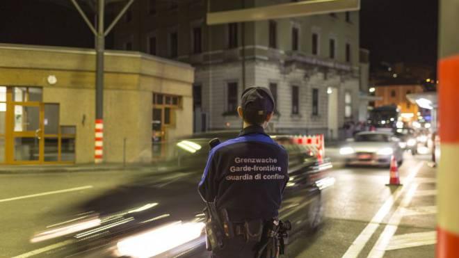 Täglicher Übergang für tausende Grenzgänger, aber auch für potenzielle Terroristen: Die Grenze Schweiz-Italien bei Chiasso TI. Foto: Keystone/Gaetan Bally
