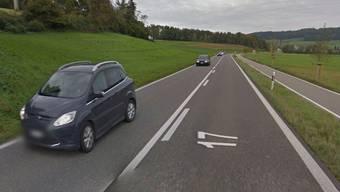 Auf dieser Strasse zwischen Ehrendingen und Schneisingen wurde der Angeklagte geblitzt – mit heftigen Folgen für ihn.