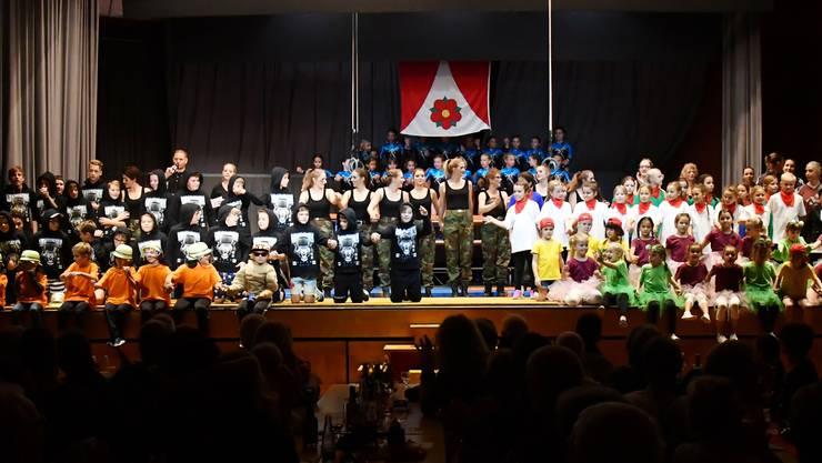 Gut 200 Turnerinnen und Turner haben die diesjährige Turnshow in Birmensdorf zu einem exklusiven Erlebnis für die Teilnehmer wie auch für die Zuschauer gemacht.